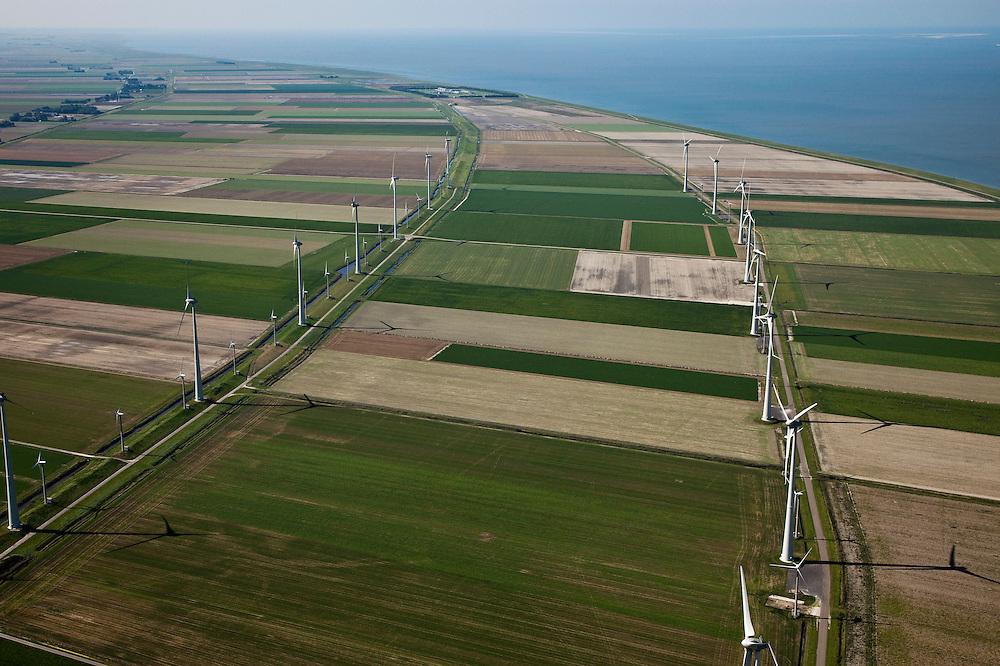Nederland, Groningen, Eemsmond, 08-09-2009; windmolenpark in de Emmapolder, Eemspolder geheel links. Energy Park van elektriciteitsbedrijf Essent is het grootste windmolenpark van Nederland. Gezien naar Waddenzee met Uithuizerwad, aan de horizon Rottumeroog..Wind farm in polder of the  northeast of province of Groningen. Energy Park (from Essent) is the largest wind farm in the Netherlands..On the secon level Wadden sea with Uithuizerwad.luchtfoto (toeslag); aerial photo (additional fee required); .foto Siebe Swart / photo Siebe Swart