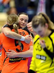 20-12-2015 DEN: World Championships Handball 2015 Nederland - Noorwegen, Herning<br /> De Nederlandse handbalsters streden zondagmiddag om de wereldtitel handbal. Er moest worden afgerekend met Noorwegen, maar de regerend olympisch en Europees kampioen was te sterk: 23-31 / Een teleurgestelde Tess Wester #33, Yvette Broch #13, Jessy Kramer #5
