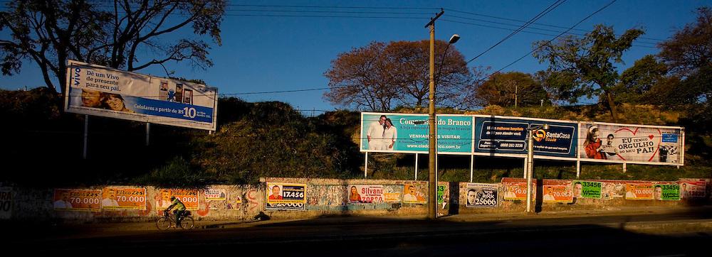 Belo Horizonte_MG, Brasil...Poluicao Visual na cidade de Belo Horizonte. Na foto, detalhe da Avenida Antonio Carlos, no bairro Lagoinha.  ..The visual pollution in Belo Horizonte. In this photo, Antonio Carlos avenue in Lagoinha neighborhood.. .Foto: LEO DRUMOND / NITRO