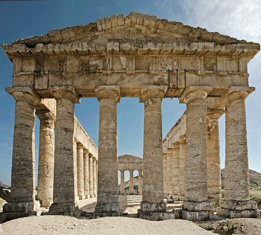 Sicily : Temple at Segesta, 5th century BC. Colonnades, west side..
