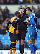 Marco Silvestri of Leeds United argues with Sone Aluko of Hull City during the Sky Bet Championship match at Elland Road, Leeds<br /> Picture by Graham Crowther/Focus Images Ltd +44 7763 140036<br /> 05/12/2015