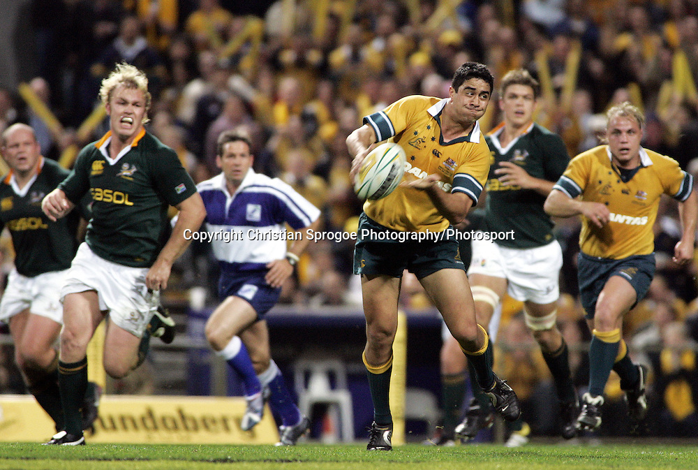 Jeremy Paul makes a break and flicks a pass wide during the tri-nations match between Australia and South Africa at Subiaco oval, Perth Australia on Sat 20 August 2005. South Africa won 22-19. Photo:Christian Sprogoe/Photosport.