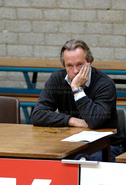 18-03-2006 VOLLEYBAL: PLAY OFF HALVE FINALE: PIET ZOOMERS D - HVA AMSTERDAM: APELDOORN<br /> Piet Zoomers wint de eerste van de vijf wedstrijden vrij eenvoudig met 3-0 / Joop Alberda<br /> Copyrights2006-WWW.FOTOHOOGENDOORN.NL