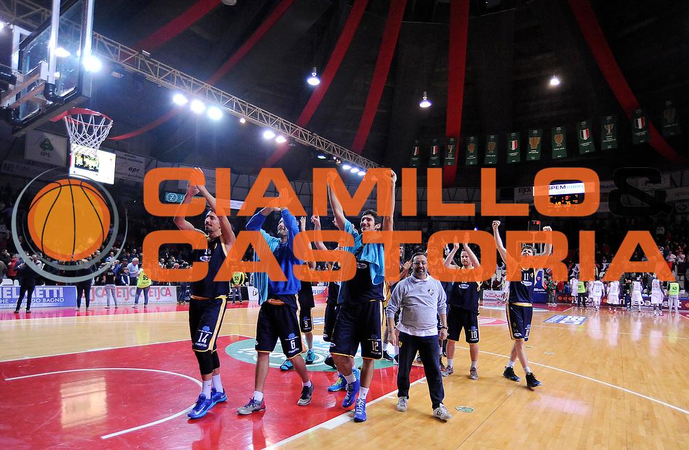 DESCRIZIONE : Varese Campionato Lega A 2013-14 Cimberio Varese Sutor Montegranaro<br /> GIOCATORE : <br /> CATEGORIA : Esultanza <br /> SQUADRA : Sutor Montegranaro<br /> EVENTO : Campionato Lega A 2013-14<br /> GARA : Cimberio Varese Sutor Montegranaro<br /> DATA : 09/03/2014<br /> SPORT : Pallacanestro <br /> AUTORE : Agenzia Ciamillo-Castoria/A.Giberti<br /> Galleria : Campionato Lega A 2013-14  <br /> Fotonotizia : Varese Campionato Lega A 2013-14 Cimberio Varese Sutor Montegranaro<br /> Predefinita :
