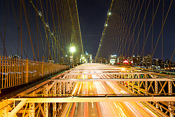 THEMENBILD - Die Brooklyn Bridge ist eine Schraegseil- und Haengebruecke in New York City und ist eine der aeltesten Bruecken dieses Typs in Amerika. Fertiggestellt 1883, verbindet sie Manhattan mit Brooklyn ueber den East River, im Bild die Strasse fuer Autos mit einer Belichtungszeit von 10 Sekunden, Aufgenommen am 28. August 2016 // The Brooklyn Bridge is a hybrid cable-stayed/suspension bridge in New York City and is one of the oldest bridges of either type in the United States. Completed in 1883, it connects the boroughs of Manhattan and Brooklyn by spanning the East River. This picture shows the roadway with an exposure time of 10 seconds, New York City, United States on 2016/08/28. EXPA Pictures © 2016, PhotoCredit: EXPA/ Sebastian Pucher