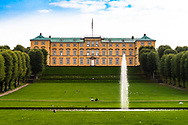 A picture of the giant lawn and water feature out of the front of Frederiksberg in Copenhagen.