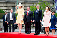 18-5-2016 BRUSSELS -  king ABDULLAH II  and queen RANIA AL-ABDULLAH   meet king Filip and queen Mathilde official welcoming ceremony on Place des Palais/Paleizenplein during  the 2 day Statevisit of king ABDULLAH II  and queen RANIA AL-ABDULLAH  of the kingdom of Jordania to Belgium  . copyright robin utrecht