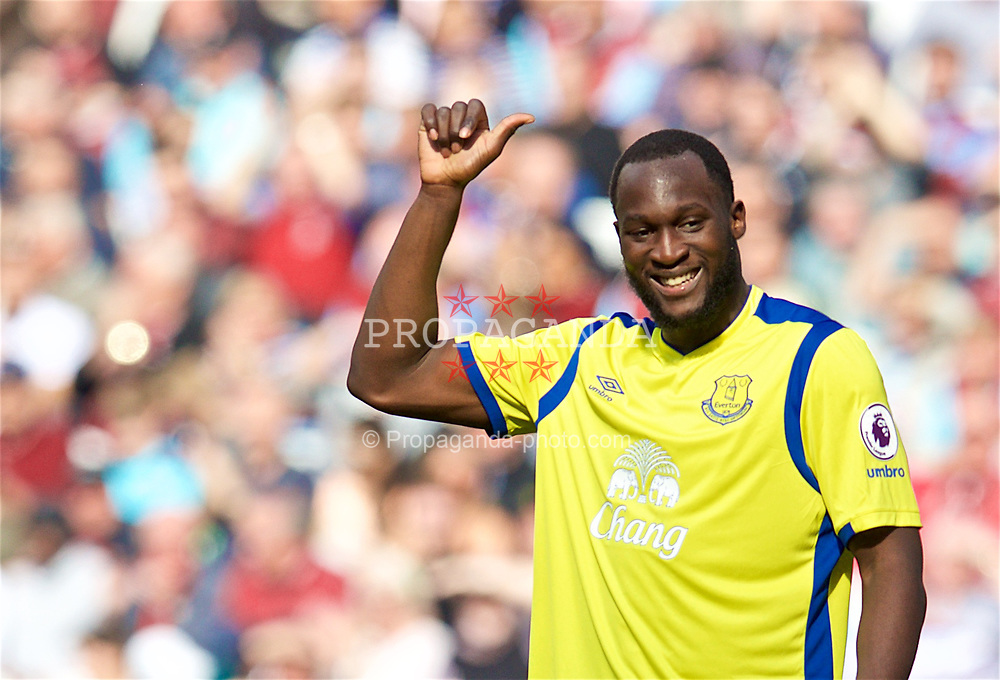 LONDON, ENGLAND - Saturday, April 22, 2017: Everton's Romelu Lukaku gives a thumbs up against West Ham United during the FA Premier League match at the London Stadium. (Pic by David Rawcliffe/Propaganda)