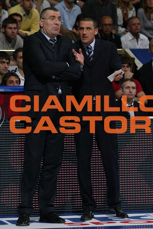 DESCRIZIONE : Bologna Lega A1 2005-06 Play Off Semifinale Gara 3 Climamio Fortitudo Bologna Carpisa Napoli<br /> GIOCATORE : Repesa Breveglieri<br /> SQUADRA : Climamio Fortitudo Bologna<br /> EVENTO : Campionato Lega A1 2005-2006 Play Off Semifinale Gara 3<br /> GARA : Climamio Fortitudo Bologna Carpisa Napoli<br /> DATA : 07/06/2006 <br /> CATEGORIA : <br /> SPORT : Pallacanestro <br /> AUTORE : Agenzia Ciamillo-Castoria/L.Villani