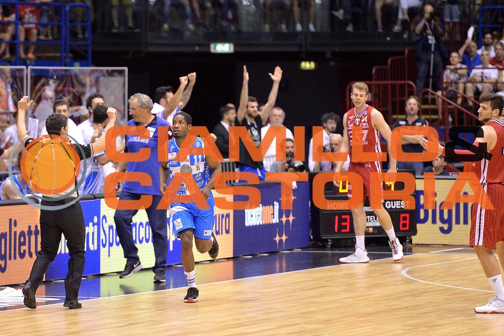 DESCRIZIONE : Milano Lega A 2014-15 EA7 Emporio Armani Milano vs Banco di Sardegna Sassari playoff Semifinale gara 5 <br /> GIOCATORE : Dyson Jerome<br /> CATEGORIA : Esultanza<br /> SQUADRA : Banco di Sardegna Sassari<br /> EVENTO : PlayOff Semifinale gara 5<br /> GARA : EA7 Emporio Armani Milano vs Banco di Sardegna SassariPlayOff Semifinale Gara 5<br /> DATA : 06/06/2015 <br /> SPORT : Pallacanestro <br /> AUTORE : Agenzia Ciamillo-Castoria/Mancini Ivan<br /> Galleria : Lega Basket A 2014-2015 Fotonotizia : Milano Lega A 2014-15 EA7 Emporio Armani Milano vs Banco di Sardegna Sassari playoff Semifinale  gara 5 Predefinita :