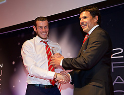 CARDIFF, WALES - Monday, October 5, 2015: Wales' Gareth Bale receive the Players' Player of the Year Award from manager Chris Coleman during the FAW Awards Dinner at Cardiff City Hall. (Pic by David Rawcliffe/Propaganda)