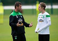 08/07/15<br /> CELTIC TRAINING<br /> LENNOXTOWN<br /> Celtic manager Ronny Deila (left) speaks with Stefan Johansen at training