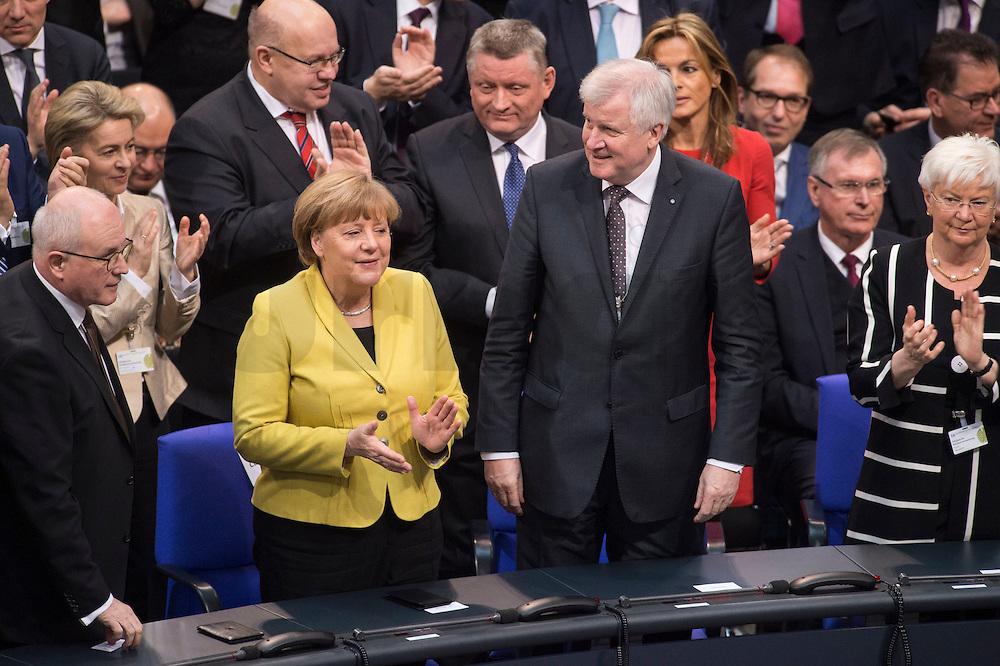 12 FEB 2017, BERLIN/GERMANY:<br /> Volker Kauder, CDU, CDU/CSU Fraktionsvorsitzender, Angela Merkel, CDU, Bundeskanzlerin, Horst Seehofer, CSU, Ministerpraesident Bayern, Gerda Hasselfeldt, CSU, Vorsitzender der CSU Landesgruppe im Bundestag, (1. Reihe v.L.n.R.), 16. Bundesversammlung zur Wahl des Bundespraesidenten, Reichstagsgebaeude, Deutscher Bundestag<br /> IMAGE: 20170212-02-062<br /> KEYWORDS: Bundespraesidentenwahl, Bundespr&auml;sidetenwahl, Applaus, applaudieren, klatschen