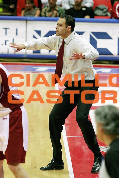 DESCRIZIONE : Livorno Lega A1 2005-06 Basket Livorno Whirpool Pallacanestro Varese<br /> GIOCATORE : Coach Moretti<br /> SQUADRA : Basket Livorno<br /> EVENTO : Campionato Lega A1 2005-2006<br /> GARA : Basket Livorno Whirpool Pallacanestro Varese<br /> DATA : 04/05/2006<br /> CATEGORIA : <br /> SPORT : Pallacanestro<br /> AUTORE : Agenzia Ciamillo-Castoria/Stefano D'Errico