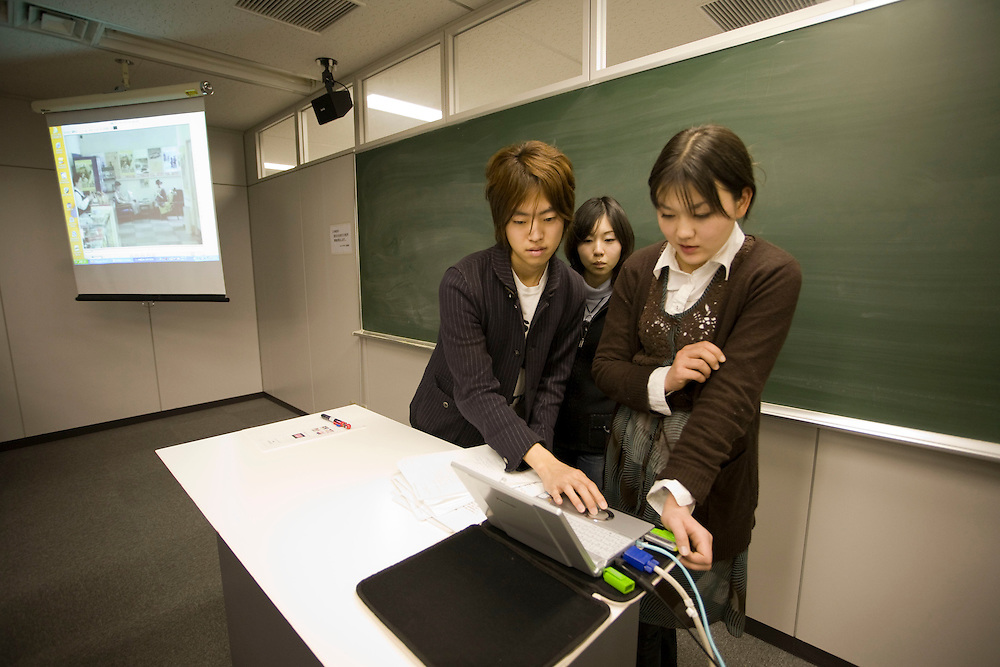 Waseda  University  Students prepare english presentation  on trains and public space in Tokyo. in JULIAN WORRALL, class he is an.Assistant Professor - Architecture and Urban Studies.School of International Liberal Studies
