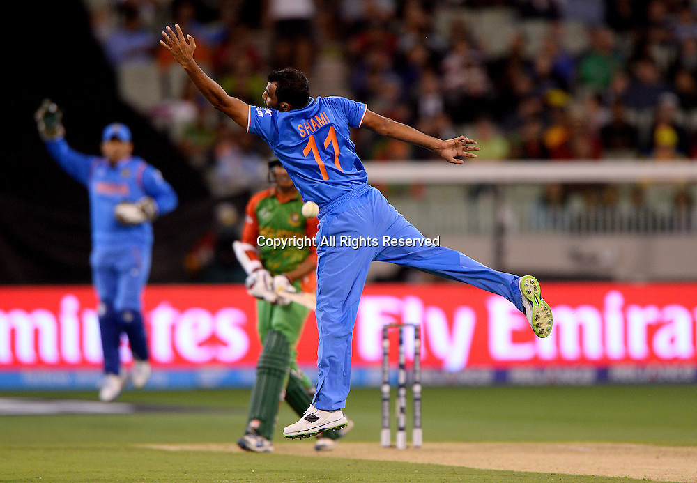 MD Shami (Ind) misses a catch<br /> India vs Bangladesh / Qtr Final 2<br /> 2015 ICC Cricket World Cup<br /> MCG / Melbourne Cricket Ground <br /> Melbourne Victoria Australia<br /> Thursday 19 March 2015<br /> &copy; Sport the library / Jeff Crow