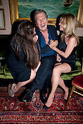ELIZABETH SALTZMAN; MARIO TESTINO; KATE MOSS,  Dinner hosted by Elizabeth Saltzman for Mario Testino and Kate Moss. Mark's Club. London. 5 June 2010. -DO NOT ARCHIVE-© Copyright Photograph by Dafydd Jones. 248 Clapham Rd. London SW9 0PZ. Tel 0207 820 0771. www.dafjones.com.