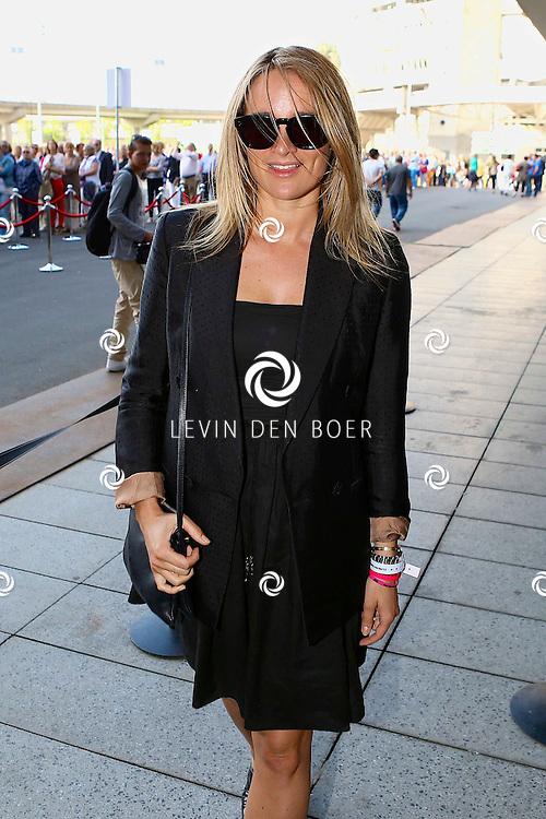AMSTERDAM - Niet eerder trad de 71-jarige theaterdiva Barbra Streisand op in Nederland. Ze doet Nederland aan in het kader van haar tournee Barbra Streisand Live. Velen bekende Nederlanders kwamen natuurlijk hier een kijkje nemen. Met op deze foto  Lieke van Lexmond. FOTO LEVIN DEN BOER - PERSFOTO.NU