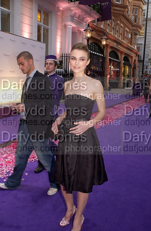 Keira Knightly, Asprey Store relaunch party after rebuilding. New Bond St. 18 May 2004. ONE TIME USE ONLY - DO NOT ARCHIVE  © Copyright Photograph by Dafydd Jones 66 Stockwell Park Rd. London SW9 0DA Tel 020 7733 0108 www.dafjones.com