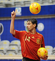 Fussball  International  FIFA  FUTSAL WM 2008   03.10.2008 Vorrunde Gruppe D Libya - Spain Lybien - Spanien DANIEL (ESP) gestikuliert, umgeben von zwei Spielbaellen.