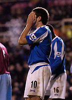 Photo: Glyn Thomas.<br />Birmingham City v West Ham United. The Barclays Premiership. 05/12/2005.<br /> Birmingham's David Dunn holds his head in his hands after missing a great chance to score.
