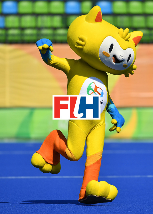 Vinicius, the mascot of the Olympic games dance on the pitch during the women's quarterfinal field hockey USA vs Germany match of the Rio 2016 Olympics Games at the Olympic Hockey Centre in Rio de Janeiro on August 15, 2016. / AFP / Pascal GUYOT        (Photo credit should read PASCAL GUYOT/AFP/Getty Images)