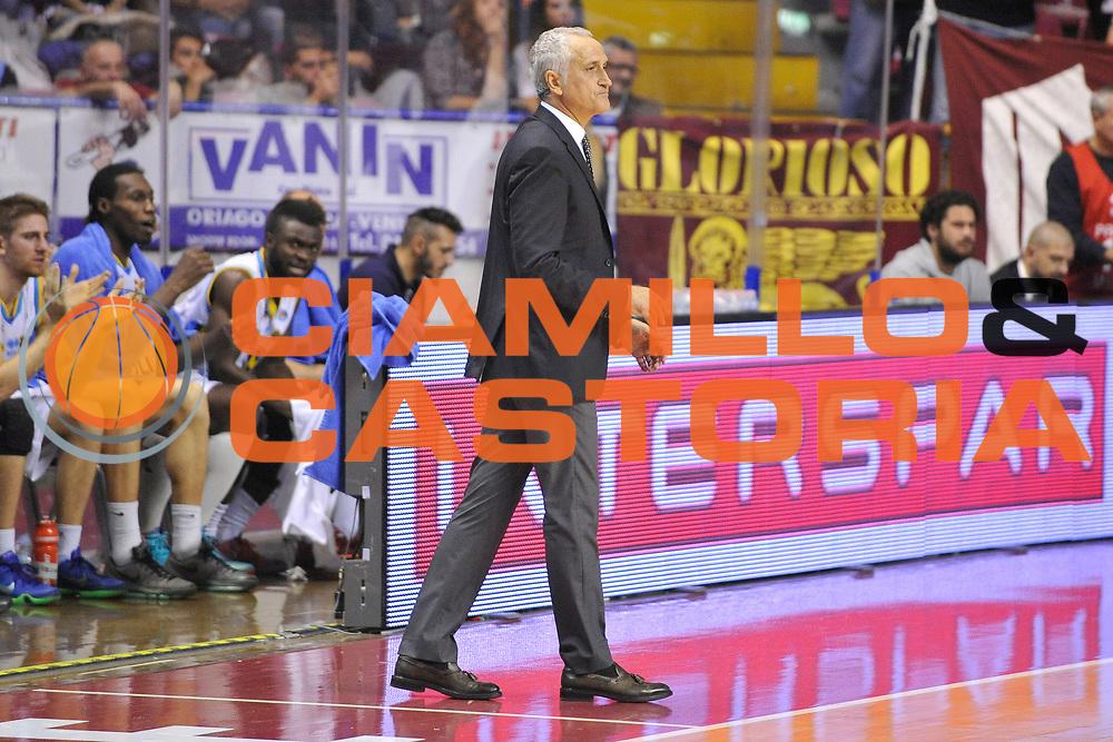 DESCRIZIONE : Venezia Lega A 2015-16 Umana Reyer Venezia - Vanoli Cremona<br /> GIOCATORE : Cesare Pancotto<br /> CATEGORIA : Delusione<br /> SQUADRA : Umana Reyer Venezia - Vanoli Cremona<br /> EVENTO : Campionato Lega A 2015-2016 <br /> GARA : Umana Reyer Venezia - Vanoli Cremona<br /> DATA : 25/10/2015<br /> SPORT : Pallacanestro <br /> AUTORE : Agenzia Ciamillo-Castoria/M.Gregolin<br /> Galleria : Lega Basket A 2015-2016  <br /> Fotonotizia :  Venezia Lega A 2015-16 Umana Reyer Venezia - Vanoli Cremona