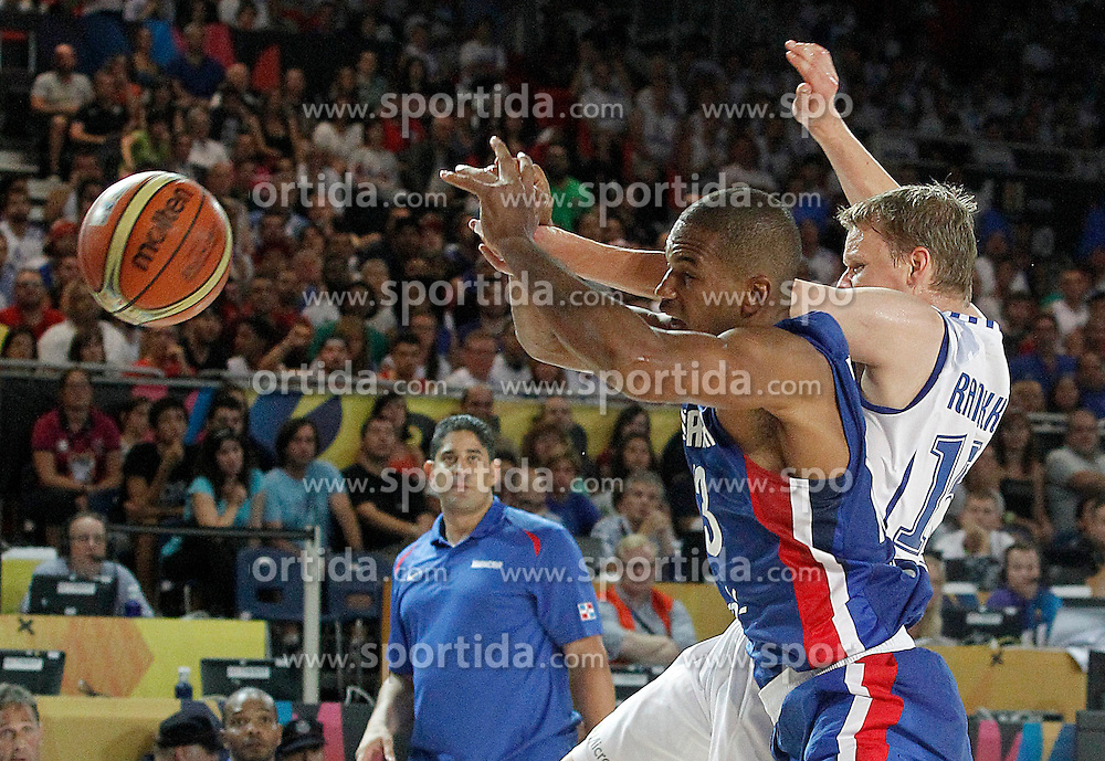02.09.2014, City Arena, Bilbao, ESP, FIBA WM, Finnland vs Dominikanische Republik, im Bild Findlan's Teemu Rannikko (r) and Dominican Republic's Eulis Baez // during FIBA Basketball World Cup Spain 2014 match between Finland and Dominican Republic at the City Arena in Bilbao, Spain on 2014/09/02. EXPA Pictures &copy; 2014, PhotoCredit: EXPA/ Alterphotos/ Acero<br /> <br /> *****ATTENTION - OUT of ESP, SUI*****