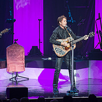 Glasgow, Scotland, UK. 5th October, 2018. Sir Cliff Richard, in concert at The Royal Concert Hall, Glasgow Great, UK. Credit: Stuart Westwood/Alamy Live News