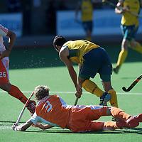 MELBOURNE - Champions Trophy men 2012<br /> Netherlands v Australia 0-0<br /> Nederland kreeg 7 strafcorners tegen, geen ging erin<br /> foto:  Valentin Verga, Tim Jenniskesn (liggend) en Seve van Ass moeten samen Jamie Dwyer bedwingen<br /> FFU PRESS AGENCY COPYRIGHT FRANK UIJLENBROEK