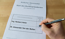THEMENBILD - Wahlkarte für die Stichwahl der Bundespräsidentenwahl 2016 in Österreich. Aufgenommen am 01.12.2016 in Wien, Österreich // Polling Card for the presidential elections 2016 in austria. Vienna. Austria on 2016/12/01. EXPA Pictures © 2016, PhotoCredit: EXPA/ Michael Gruber