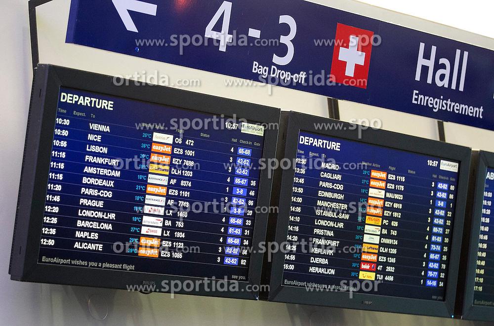 THEMENBILD - Anzeigetafel Flugplan, aufgenommen am EuroAirport Basel-M&uuml;lhausen-Freiburg, Frankreich am 11.08.2014 // Feature of the EuroAirport Basel Mulhouse Freiburg, France on on 2014/08/11. EXPA Pictures &copy; 2014, PhotoCredit: EXPA/ Eibner-Pressefoto/ Fleig<br /> <br /> *****ATTENTION - OUT of GER*****