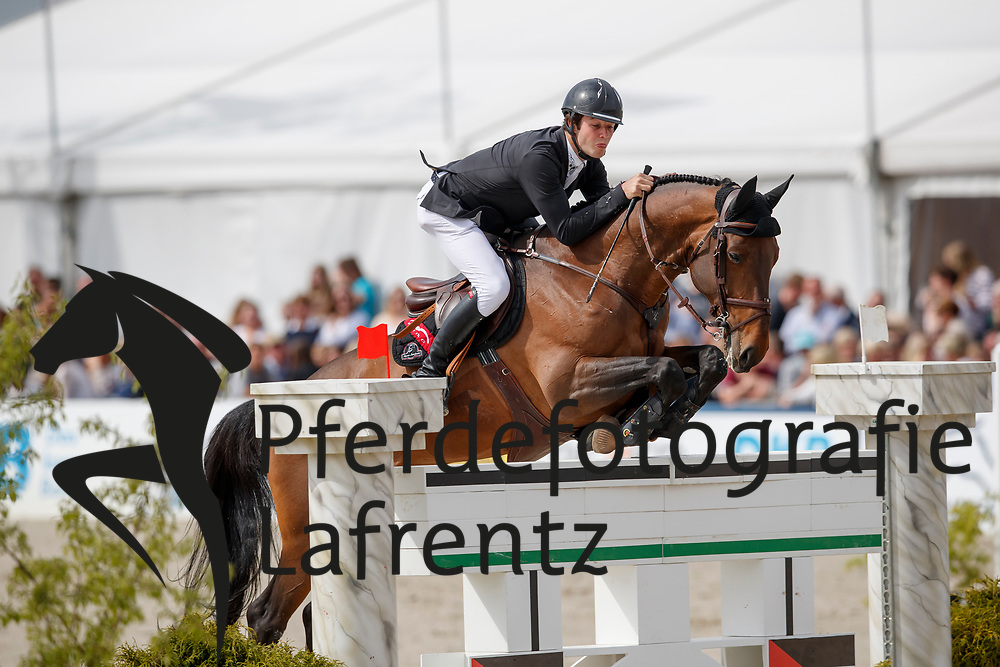 VAN PAESSCHEN Constant (BEL), Veneur d Isigny<br /> Hagen - Horses and Dreams meets the Royal Kingdom of Jordan 2018<br /> Grosser Preis der DKB Qualifikation DKB-Riders Tour<br /> 30 April 2018<br /> www.sportfotos-lafrentz.de/Stefan Lafrentz