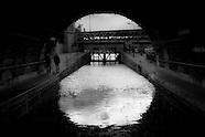 Paris canal PR480NA  les eaux sombres du canal