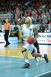 10.11.2013, Brose Arena, Bamberg, GER, Beko Basketball BL, Brose Baskets Bamberg vs New Yorker Phantoms, 8. Runde, im Bild Zackary Wright (Brose Baskets Bamberg / vorne) setzt zum Korbleger an Dahinter: James Florence (Braunschweig) Korbwurf, Action / Aktion // during the Beko Basketball Bundes league 8. round match between Brose Baskets Bamberg and New Yorker Phantoms at the Brose Arena in Bamberg, Germany on 2013/11/10. EXPA Pictures © 2013, PhotoCredit: EXPA/ Eibner-Pressefoto/ Merz<br /> <br /> *****ATTENTION - OUT of GER*****