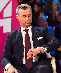 "20.11.2016, Puls4 Wahlarena, Wien, AUT, Puls4 Duell ""Wer wird Präsident"" anlässlich der Präsidentschaftswahl 2016, im Bild FPÖ-Präsidentschaftskandidat Norbert Hofer // Candidate for Presidential Elections Norbert Hofer (Austrian Freedom Party) before television confrontation beetwen top candidates for the austrian presidential elections in Vienna, Austria on 2016/11/20, EXPA Pictures © 2016, PhotoCredit: EXPA/ Michael Gruber"
