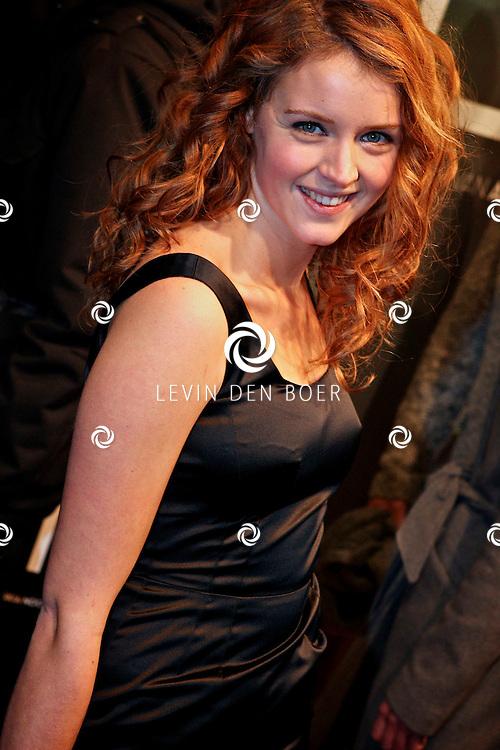 AMSTERDAM - Lisa Sips op de premiere van de film Loft dinsdag in Amsterdam. De film is vanaf 16 december in de Nederlandse bioscopen te zien. FOTO LEVIN DEN BOER - PERSFOTO.NU