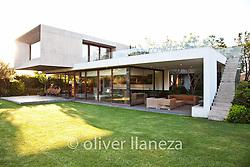 FOT&Oacute;GRAFO: Oliver Llaneza ///<br /> <br /> Casa Urzua dise&ntilde;ada por Raimundo Anguita