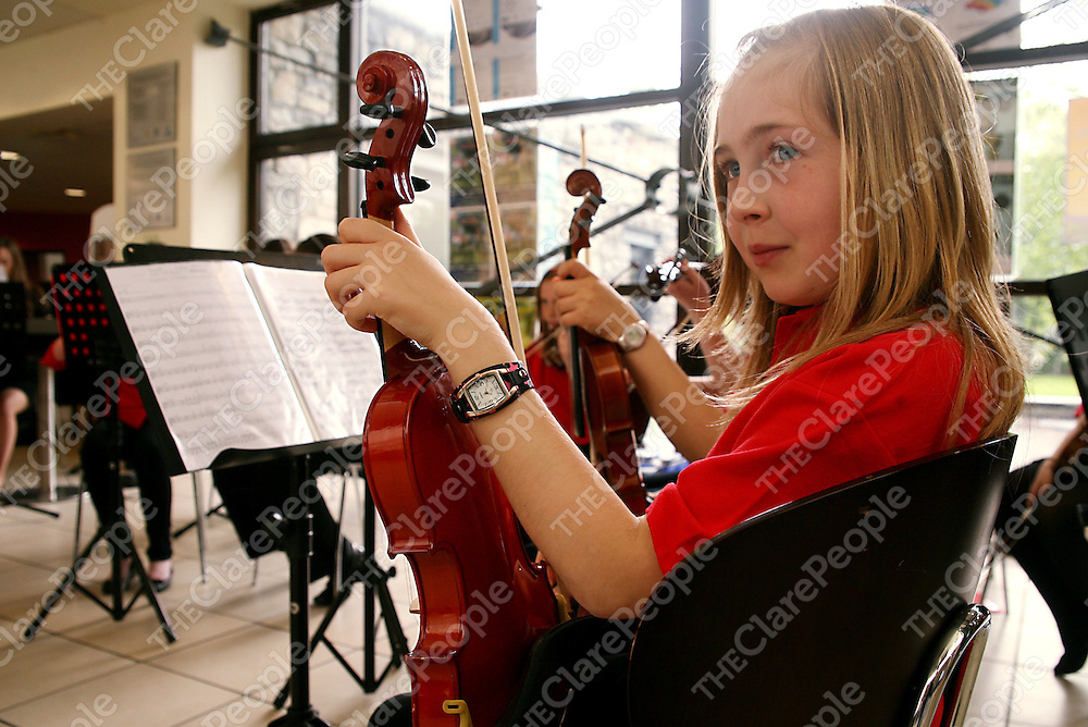 Emily Williams entertaing the crowd at the Maoin Cheiol an Chlair end of year concert in Glor on Wednesday evening.<br /> Photograph by Yvonne Vaughan