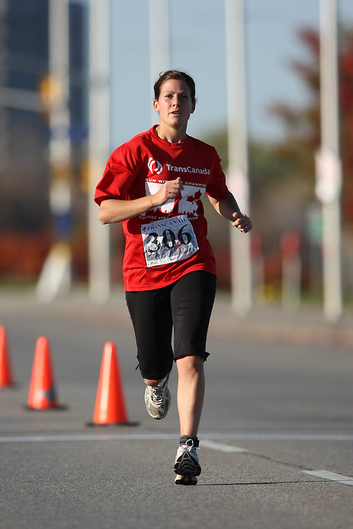 (Ottawa, ON---18 October 2008) AMY FARR runs in the 2008 5km challenge at the TransCanada 10km Canadian Road Race Championships. Photography copyright Sean Burges/Mundo Sport Images (www.msievents.com).