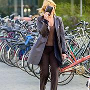 NLD/ - Linda de Mol verlaat ziekenhuis Hilversum