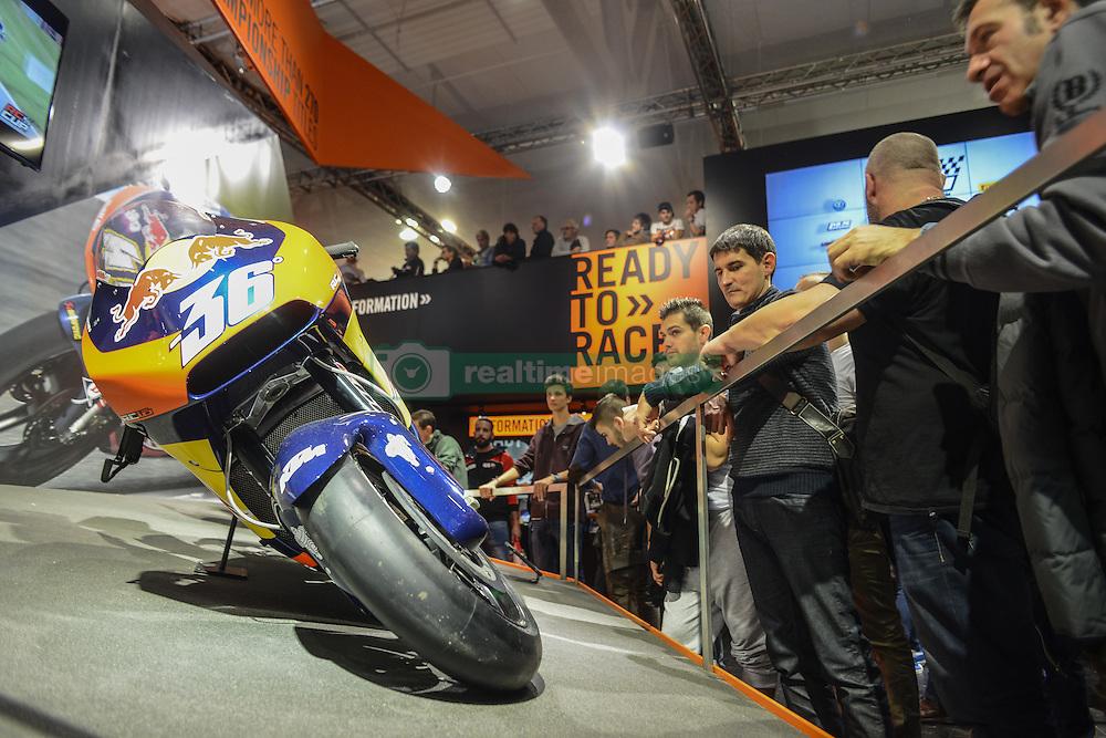 November 12, 2016 - Milan, Italia, Italy - Visitors of EICMA 2016, the International Fair for Bicycle and Motorcycle, held in Milan, Italy on 8 to 13 November 2016. (Credit Image: © Roberto Silvino/NurPhoto via ZUMA Press)