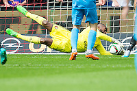 ROTTERDAM - Feyenoord - Willem II , Voetbal , Seizoen 2015/2016 , Eredivisie , Stadion de Kuip , 13-09-2015 , Keeper van Feyenoord Kenneth Vermeer maakt een aantal mooie reddingen