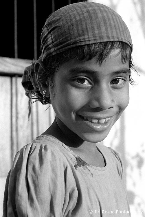 BANGLADESH DHAKA FEB95 - Portrait of a young girl in Mohammadpur, Dhaka...jre/Photo by Jiri Rezac..© Jiri Rezac 1995