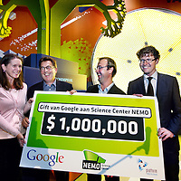 Nederland, Amsterdam , 22 september 2014.<br /> Google schenkt NEMO 1 Miljoen dollar voor Wetenschap en Techniek<br /> Vandaag maakt Google bekend dat het 1.000.000 dollar  heeft geschonken aan Science Center NEMO. Deze donatie is bedoeld ter ondersteuning van de aanpak van NEMO gericht op de talentontwikkeling van kinderen op het gebied van wetenschap en techniek. <br /> Hierbij ontwikkelen basisschoolkinderen de benodigde vaardigheden voor de 21ste eeuw, waaronder creativiteit, probleemoplossend vermogen, en ict-geletterdheid.  <br /> Op de foto v.l.n.r. Beatrice Boots, directielid Platform Bèta Techniek, Michiel Buchel, algemeen directeur NEMO, James van Thiel, director Google Nederland en Staatssecretaris Sander Dekker.<br /> Foto:Jean-Pierre Jans/ANP in Opdracht