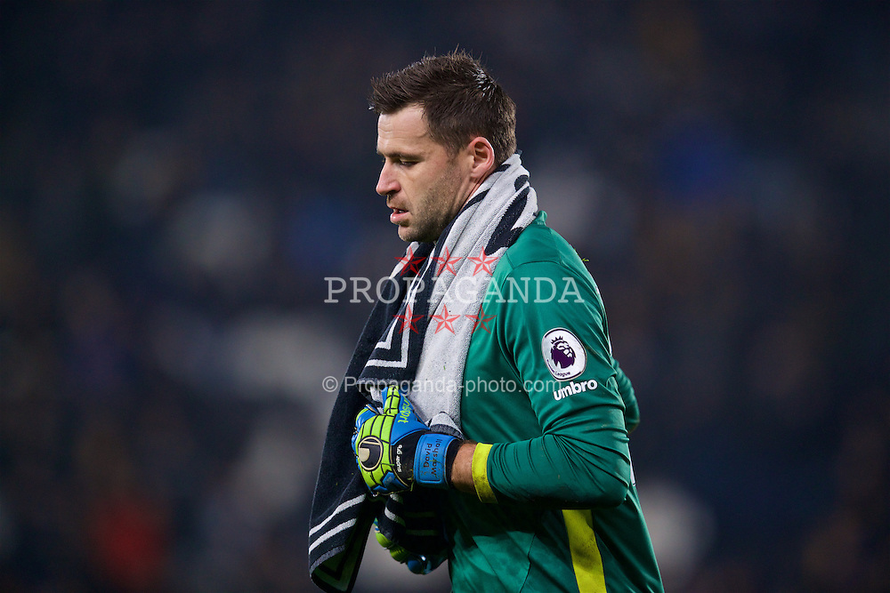 KINGSTON-UPON-HULL, ENGLAND - Friday, December 30, 2016: Hull City's Diegoalkeeper David Marshall walks off dejected after his own goal gifted Everton and equalising goal in injury time of the first half during the FA Premier League match at the KCOM Stadium. (Pic by David Rawcliffe/Propaganda)