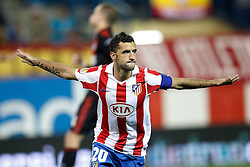 30.09.2010, Vicente Calderon Stadion, Madrid, UEFA EL, Atletico de Madrid vs Bayer 04 Leverkusen, im Bild Atletico Madrid's Simao sabrosa scores from penalty kick during UEFA Europe League. EXPA Pictures © 2010, PhotoCredit: EXPA/ Alterphotos/ Cesar Cebolla +++++ ATTENTION - OUT OF SPAIN / ESP +++++