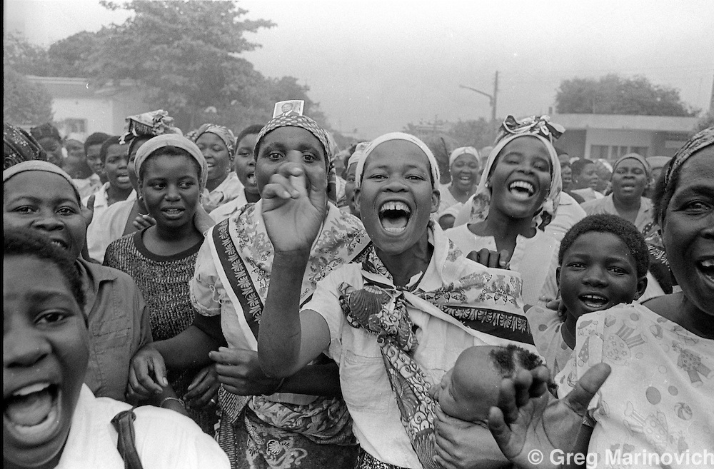 1994 Oct Mozambique. Pro Frelimo supporters before Mozambique's first post-war elections 1994.  Greg Marinovich.