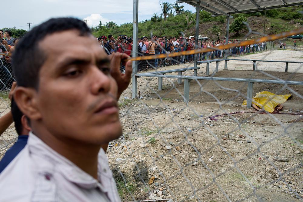 San Pedro Sula, Honduras<br /> <br /> En massaker vid en bussh&aring;llsplats har kr&auml;vt &aring;tta d&ouml;dsoffer. <br /> <br /> <br /> Photo: Niclas Hammarstr&ouml;m