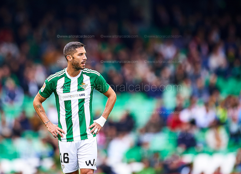 SEVILLE, SPAIN - DECEMBER 04:  Alvaro Cejudo of Real Betis Balompie looks on during La Liga match between Real Betis Balompie an RC Celta de Vigo at Benito Villamarin Stadium on December 4, 2016 in Seville, Spain.  (Photo by Aitor Alcalde Colomer/Getty Images)